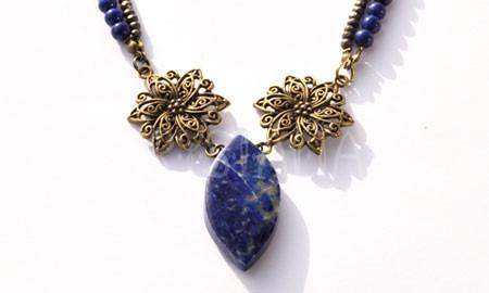 kráľovna vôd, náhrdelník, lapis lazuli, pyrit