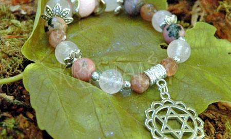 čakrový náramok, , 4. čakra, Anaháta, ružový koral, rodonit, ruženín, mesačný kameň