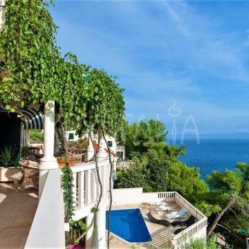 Každý apartmán má vlastnú terasu/balkón s krásnym výhľadom
