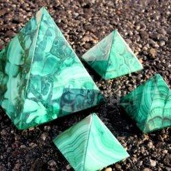 malachit pyramída