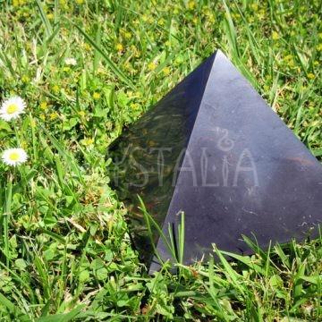 šungit pyramída 15 cm